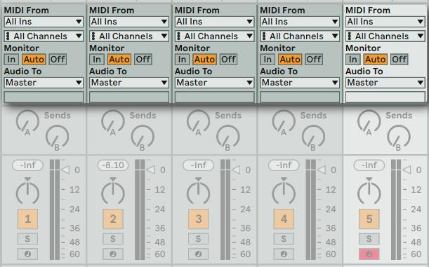 在 Session View 的視窗中你可以看到與 Studio One 以及 Logic Pro 相似的輸入/輸出通道選項。
